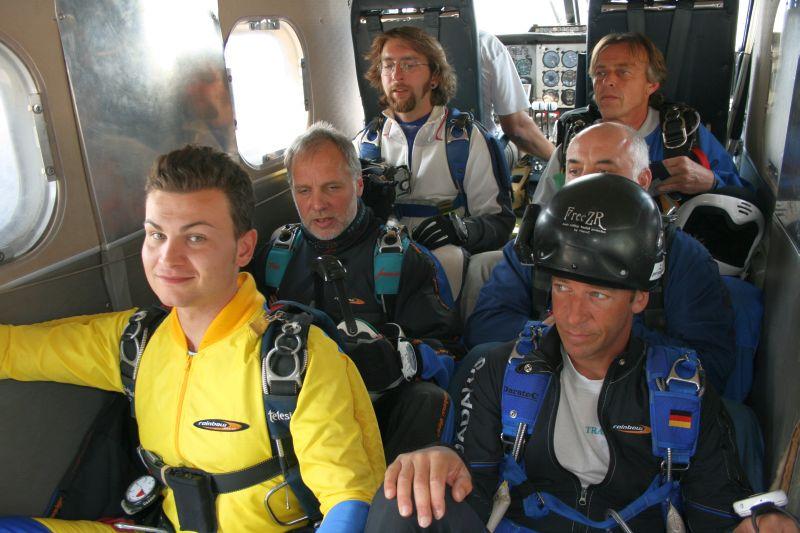 Dann gehts endlich mit dem Flieger auf 4000m und...